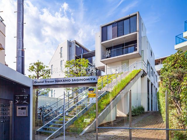 閑静な住宅街に佇むデザイナーズマンション 専用庭約5.02㎡(使用料無償)