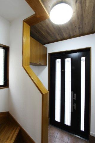 陽光がたっぷりと差し込む玄関スペースには下足箱も設置され、履き物はすっきり片付き綺麗な玄関周りを常に保てますよ◎光と風に包まれる心地良いお住まいがここにあります。ぜひ細部までゆっくりとご内見下さいね。