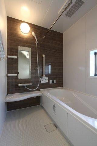 雨の日の洗濯にも重宝する浴室乾燥機や、お風呂の時間がバラバラでも温め直して入浴出来る追炊き機能など、設備が整った浴室です。ゆったり足を伸ばして是非一日の疲れを癒して下さいね。