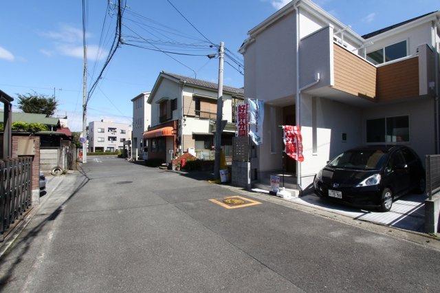 前面道路は西側6.0メートル公道、北側4.0メートル公道に接道し、車の通りも少なく閑静な住宅街。JR東海道線「平塚」駅まで平坦徒歩15分の立地になります。