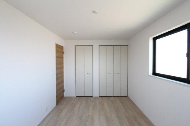3階2部屋洋室はどちらも6帖以上で、広々とゆったりとしたプライベート時間が過ごせそう◎ウオークインクローゼットを含む全室収納完備で、収納スペース豊富な間取りです。