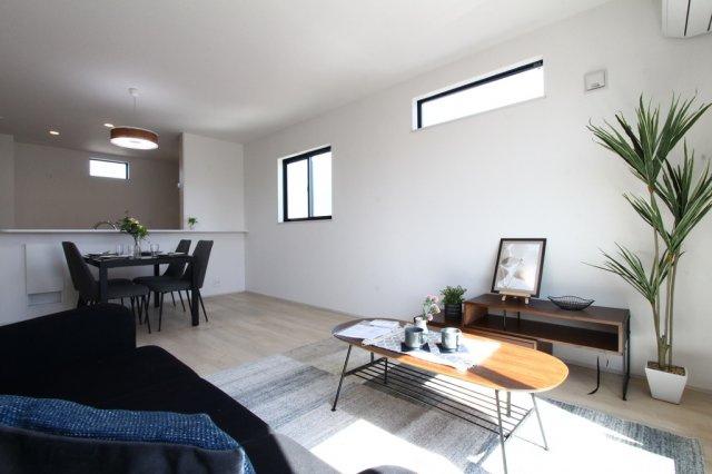 安心の耐震構造、劣化対策、維持管理対策、省エネの等級を取得の3LDKのおうち。全居室、窓は複層ガラス採用で夏は涼しく、冬はあたたかい快適な空間を保ちます◎