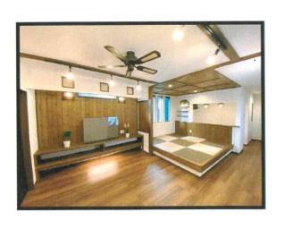 防犯性高く、勾配天井×ロフトで開放的◎アジアンテイスト漂う2階リビングはロフト階段がBOX階段になっていたり、小上がり畳や造作TVカウンター設置で、快適なお家時間が過ごせそうです。