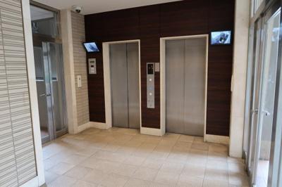 カメラ付きのエレベーター