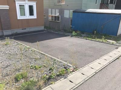 建物前に舗装&砂利スペース・駐車2~3台可能