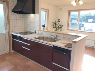 オープン対面式キッチンには食洗器&IHヒーター