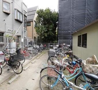 日商岩井マンション金町の駐輪場です。