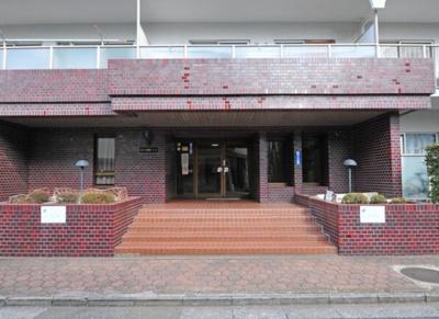 日商岩井マンション金町のエントランスです。