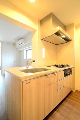 料理好きには嬉しい「3口ガスコンロの対面システムキッチン」