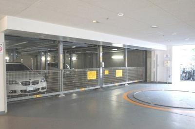 駐車場完備のマンションです