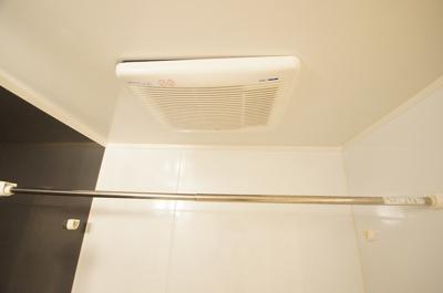 浴室乾燥機付のバスルーム