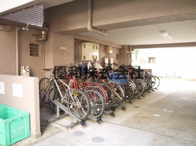 建物内に、便利な駐輪場が有ります。