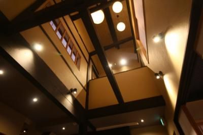 天井まで高く伸びた吹抜けが解放感を感じさせます!