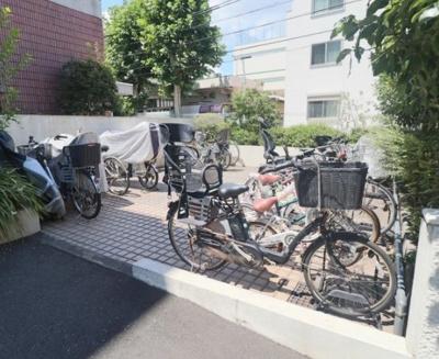 ユニーブル戸越銀座リ・ノヴァスの駐輪場です。