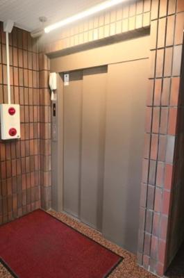 ユニーブル戸越銀座リ・ノヴァスのエレベーターです。