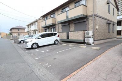 駐車場(B棟側)