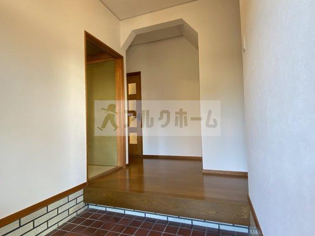 【玄関】高井田4LDK戸建て