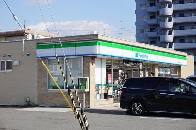 ファミマ明姫幹線二見店まで200m