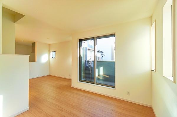 前面道路はの約4メートルあり、 駐車が苦手な方にも安心して駐車出来ます!