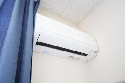 エアコン、カーテン付き