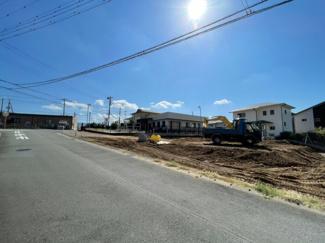 【前面道路含む現地写真】裾野市佐野第3 新築戸建 1号棟