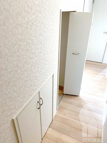 ★収納充実住宅★ ~あると嬉しいスペースです~ 1階廊下の収納です。