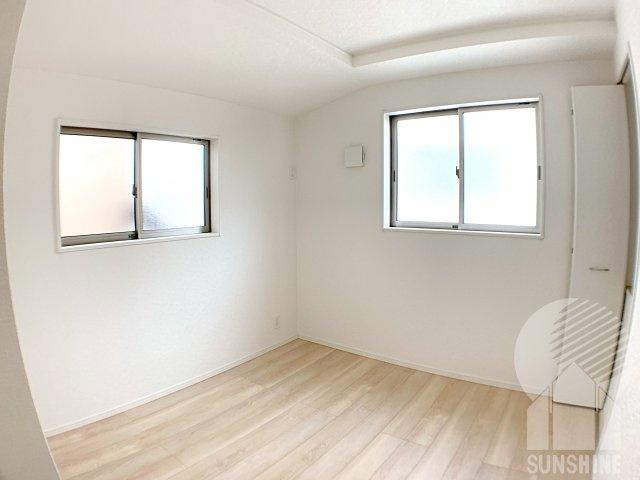 【2階4つ目のお部屋】洋室5.0帖も、2面採光でお部屋が長時間明るく保てます。