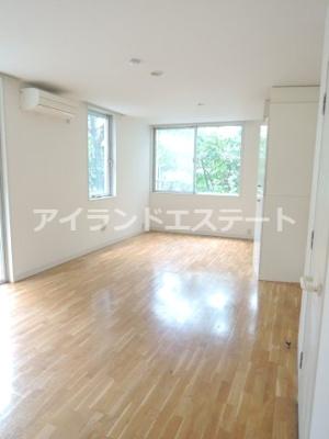 【居間・リビング】ラ・カーサ・セレナータ 駅近 2人入居可能 デザイナーズ賃貸
