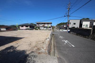 土地74坪 駐車4台以上!角地で陽当たり良好 道路が広く駐車も楽々です