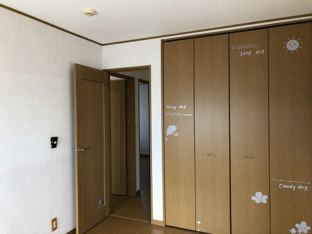 各部屋の収納スペースが付いています。