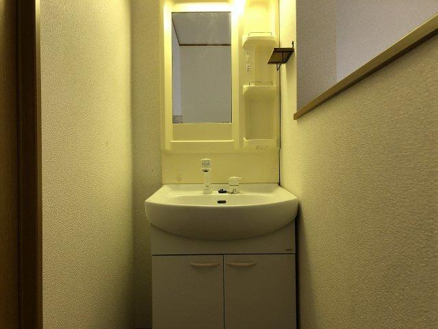 2階にも洗面台が設置されています。