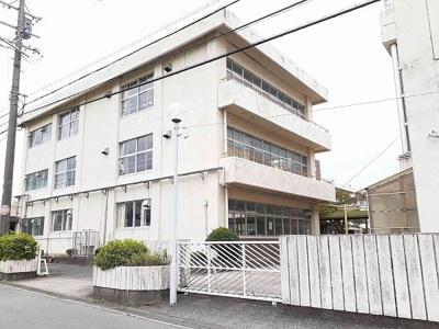亀山市立関小学校まで1100m