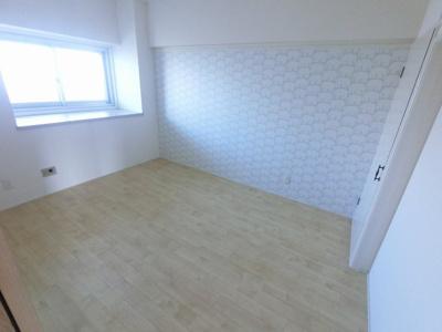 6.0帖の洋室です。 子供部屋やワークスペースとしても活用できます。