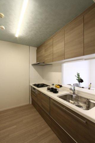 嬉しい食器洗浄機付きシステムキッチン。  家事の時短にもつながり、時間を有効に使えるのが嬉しいですね。