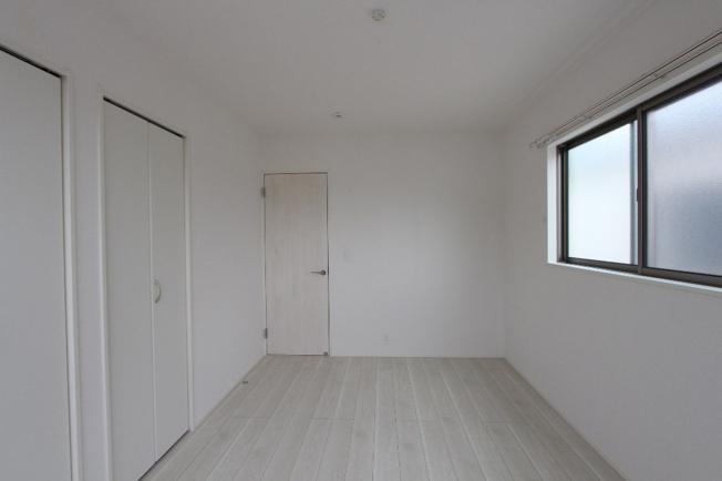 全室収納付きで、使うものを使う場所にしまえます。季節家電のいれかえや衣替えも効率的に行えますよ。