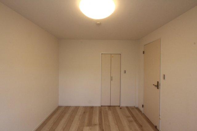 洋室は3部屋ございますので、家族それぞれがひとりの時間をゆっくりと楽しめます。 全室収納付き、内2カ所にはWICが標準装備なのでお荷物が多い方でも安心ですね。
