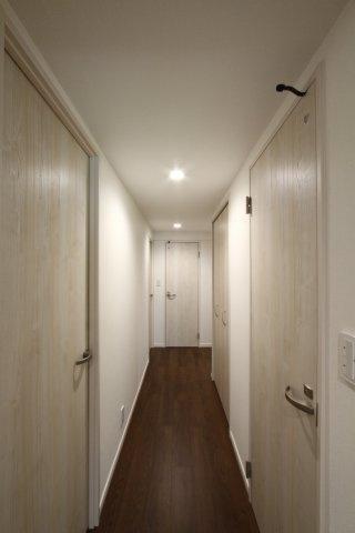 2021年8月に内装新規リフォームを完了いたしました。  室内は、大変綺麗で洗練された空間となっております。