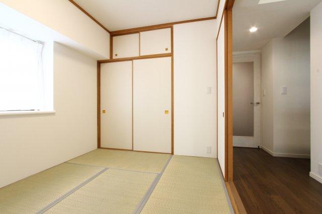 6帖の和室は、客間としてだけでなく、お子様の遊びスペースや、ちょこっとお昼寝をしたい時などにも大活躍ですね。