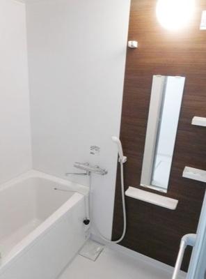 参考・ゆったりした浴室でくつろぎのバスタイムを