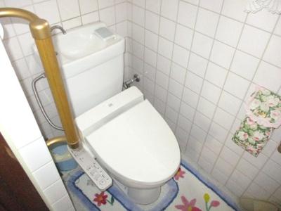 洗浄機能付き温水便座です。