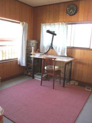 2階の洋室は南東の角になるので、明るいです。