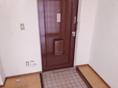 毎日通る玄関はこちらです 【COCO SMILE ココスマイル】
