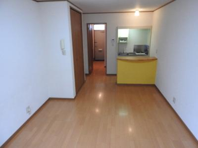 洋室10帖、収納も豊富にあり広々お部屋をご利用いただけます♪