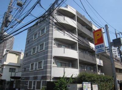 がっちりとした鉄筋コンクリート造のマンション。