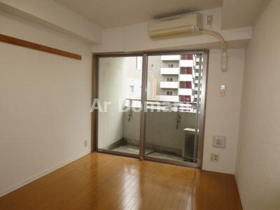 同じ間取りで別のお部屋の写真となります。