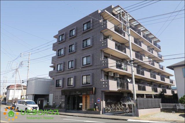栗橋駅徒歩6分、電車の利用に便利な立地です。