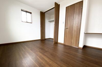 《洋室6.3帖》全室に収納が完備されていますので、お部屋が広く使えます。