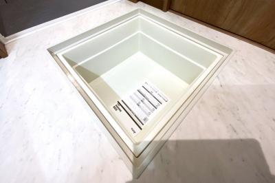 《床下収納庫》洗面室には収納があり便利です。