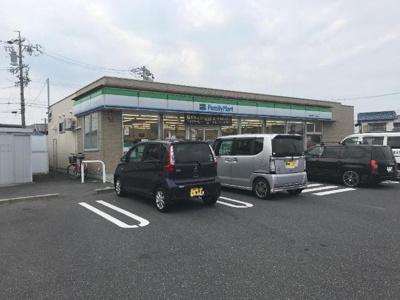 ファミリーマート鈴鹿須賀三丁目店まで595m