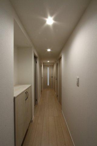 南向きのお部屋で明るい室内空間◎リビング横には、お子様の遊び場・お昼寝スペース・家事スペースなどと使い勝手の良い和室がございます!各室収納完備で収納スペース豊富。